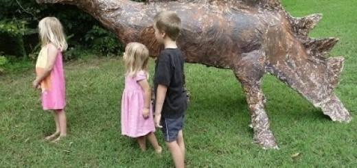 Dinosaur trashosaurus